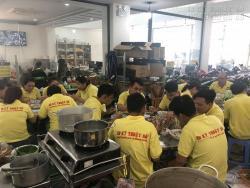 Tổ chức nấu ăn trưa thứ bảy tại công ty In Kỹ Thuật Số