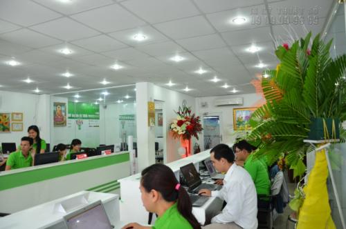 Không gian cho tiếp khách đến đặt hàng in rộng rãi hơn, sáng sủa hơn