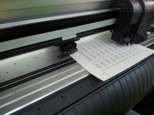 Tem nhãn tại In Kỹ Thuật Số được bế bằng máy bế Mimaki Nhật Bản