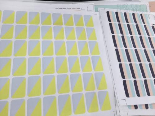 Sản phẩm tem decal PP mực dầu có độ bền cao, sử dụng được ngoài trời