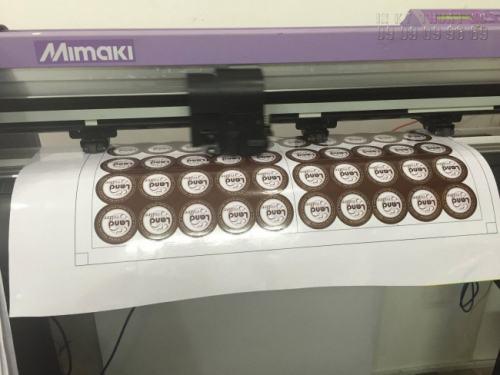 Sản phẩm decal sữa đều được bế bằng máy Mimaki Nhật Bản chất lượng cao