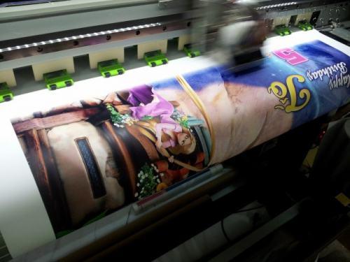 Thành phẩm in thiệp mừng ngày Phụ nữ Việt Nam 20/10 đều được in bằng máy in hiện đại, in số lượng tùy thích với màu sắc đẹp, chữ in rõ nét