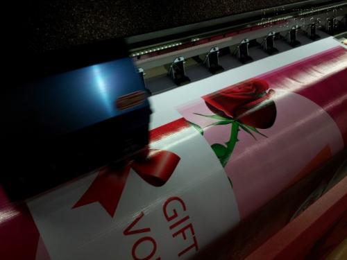Thành phẩm in thiệp mừng 20/11 đều được in bằng máy in hiện đại, khổ lớn, ứng dụng công nghệ Nhật Bản cho chất lượng in cao