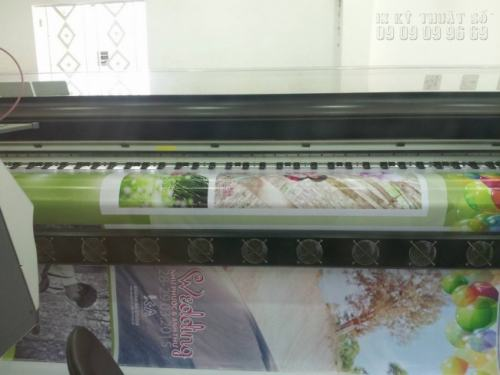 In - Ấn tiến hành in phông cưới giá rẻ, đẹp trên chất liệu bạt hiflex tốt bằng máy in hiện đại Nhật Bản