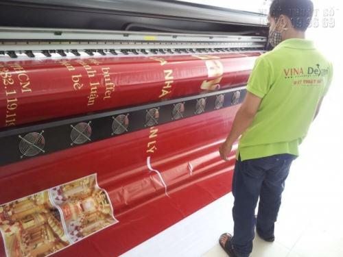 In phông nền sự kiện trên chất liệu bạt hiflex bằng máy in hiflex khổ lớn kỹ thuật cao
