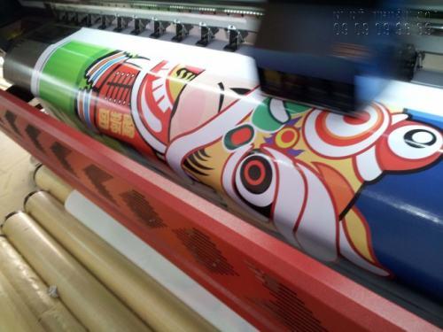 Máy in hiflex thực hiện in nhanh siêu tốc, hình ảnh sắc nét cho in hiflex quảng cáo, phông nền,...