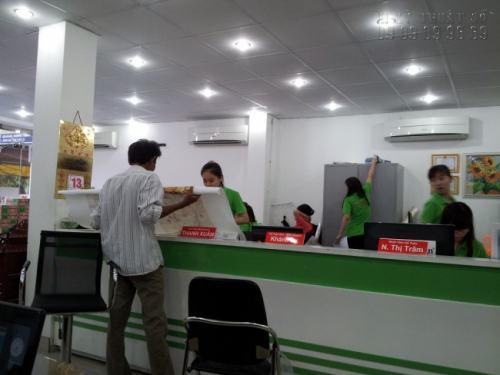 Giao hàng, kiểm tra hàng in cùng khách khi giao nhận hàng, nhận phản hồi và tư vấn cách sử dụng hiệu quả sản phẩm in ấn cho khách hàng