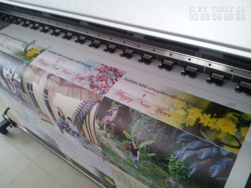 In Kỹ Thuật Số thực hiện in lịch Tết treo tường 2017 trực tiếp bằng máy in Mimaki Nhật Bản cho chất lượng bản in tuyệt đẹp, màu sắc nổi bật