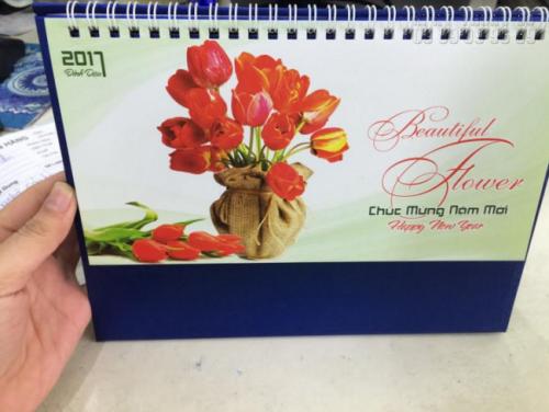 Thành phẩm in lịch Tết 2021 làm lịch để bàn hình ảnh sắc hoa đẹp, ấn tượng