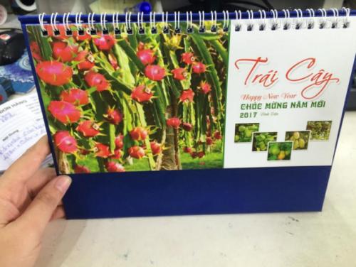 Một cuốn lịch để bàn thiết kế ấn tượng sẽ tạo cảm giác thích thú nhất cho khách hàng của bạn