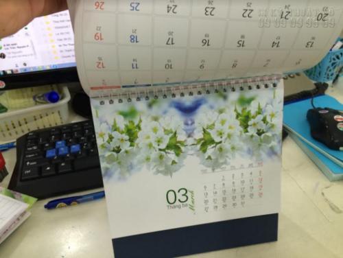 Lịch Tết âm dương sắc hoa để bàn ấn tượng