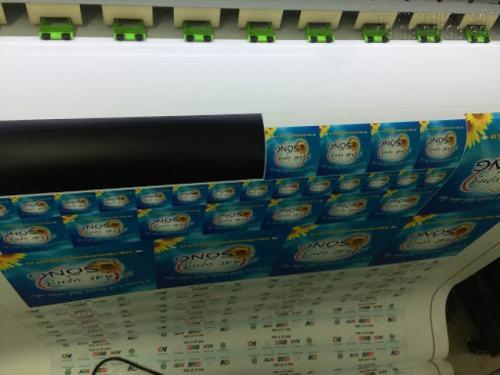 Thực hiện in decal các loại nhanh chóng, in đẹp bằng máy in hiện đại nhập khẩu từ Nhật Bản cho bản in tuyệt đẹp tại InKyThuatSo