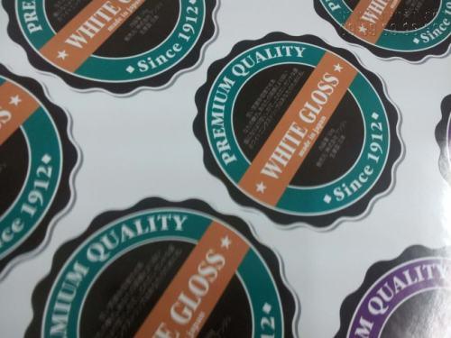 Thành phẩm Decal tem nhãn thiết kế và in ấn theo yêu cầu của khách hàng