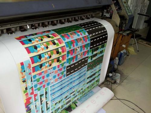 Tiến hành in Decal sữa, in Decal các loại bằng máy in hiện đại nhập khẩu từ Nhật Bản cho bản in tuyệt đẹp