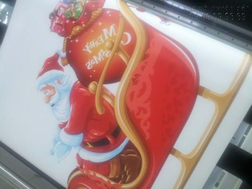 In Decal trong dán kính trang trí Giáng Sinh ấn tượng, độc đáo