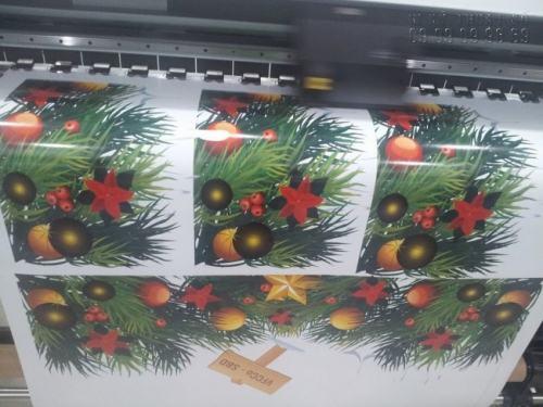 Công ty TNHH In Kỹ Thuật Số - Digital Printing chuyên sử dụng máy in khổ lớn Mimaki in Decal dán kính đẹp cho khách hàng. In Decal dán kính hình ảnh Giáng Sinh đẹp