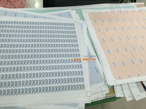 In decal giấy làm tem nhãn dán sản phẩm, in đẹp tại InKyThuatSo