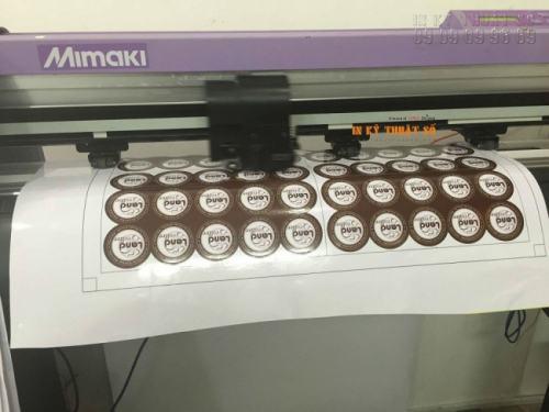 Gia công tem nhãn bằng máy bế Mimaki với công nghệ mắt thần cho thành phẩm tem nhãn giá rẻ đúng kích thước yêu cầu