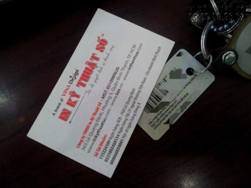 Chúng tôi nhận in mọi loại thẻ nhựa PVC với số lượng lớn, giá tốt nhất hiện nay - In thẻ nhựa PVC móc khóa xe nhỏ gọn, tiện dụng tại In Kỹ Thuật Số.