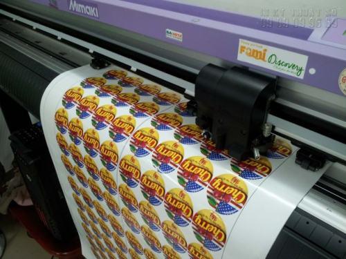 InKyThuatSo trực tiếp in ấn và bế tem nhãn ngay tại xưởng, không qua trung gian, làm giảm mức chi phí cho bạn. Gia công tem nhãn bằng máy bế Mimaki chuyên nghiệp đáp ứng yêu cầu cho khách hàng