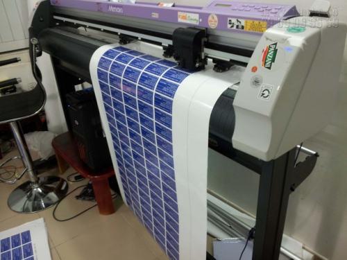 Bế tem nhãn các loại bằng máy bế Mimaki, bế theo yêu cầu và bám sát đường viền con tem mang đến thành phẩm hoàn hảo nhất cho khách hàng