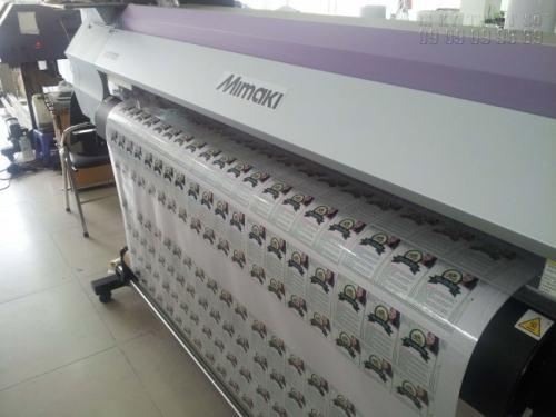InKyThuatSo trực tiếp in tem nhãn dán bao bì bằng máy in hiện đại, nhập khẩu từ Nhật Bản và được thay mới liên tục, đáp ứng nhu cầu khách hàng