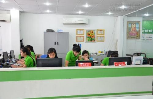 Đội ngũ nhân viên chuyên nghiệp luôn sẵn sàng tư vấn, giúp đỡ khách hàng khi có nhu cầu in hiflex Bình Thạnh và các loại hình in ấn khác.