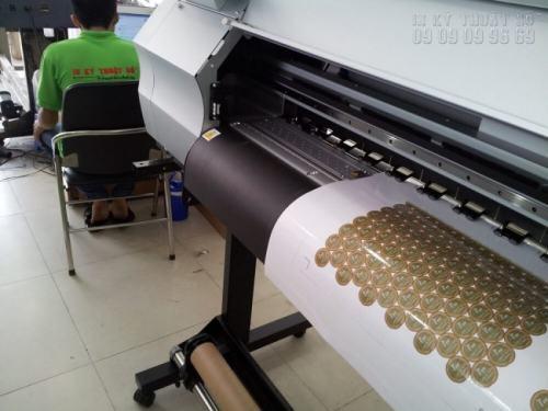 Tem decal trong được trực tiếp in ấn bằng máy in hiện đại nhất, nhập khẩu từ Nhật Bản cho độ mịn cao, màu sắc đẹp