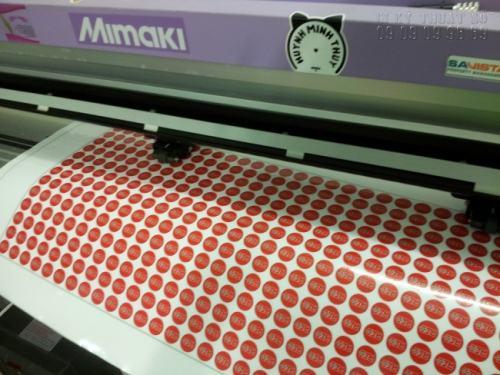 InKyThuatSo trực tiếp in ấn decal xe máy cho khách hàng đặt tại đây với hệ thống máy in hiện đại cùng đội ngũ nhân viên chuyên nghiệp, luôn bám sát và theo dõi tiến trình in