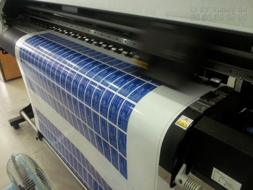 Dịch vụ in decal bằng chất liệu decal sữa được trực tiếp in ấn bằng máy in hiện đại nhất, nhập khẩu từ Nhật Bản cho màu sắc đẹp, độ mịn đều màu cao.