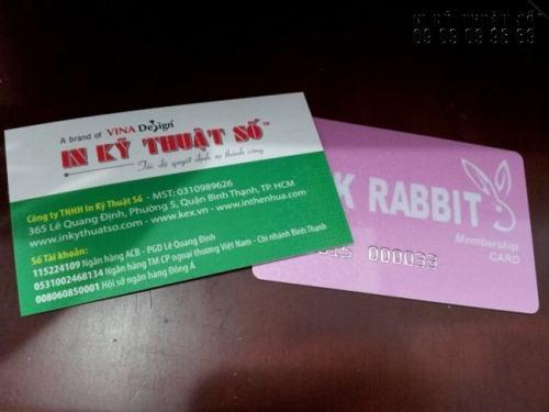 In thẻ nhựa giá rẻ, cao cấp với lõi PVC ánh kim, dập nổi chữ cho khách hàng