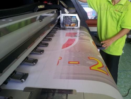 In Kỹ Thuật Số trang bị dàn máy in hiflex chất lượng cao, khổ lớn giúp khách hàng có thể in nhiều, in nhanh ngay tại xưởng.