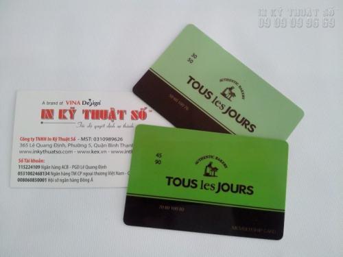 Đặt in thẻ nhựa TPHCM tại xưởng in của chúng tôi bạn sẽ có được sản phẩm thẻ được in cao cấp, chất lượng, màu sắc nét, mẫu thiết kế đơn giản, đẹp và chuyên nghiệp cùng với độ bền cao. Và dĩ nhiên giá thành kèm theo cũng rất hợp lý cho bạn.