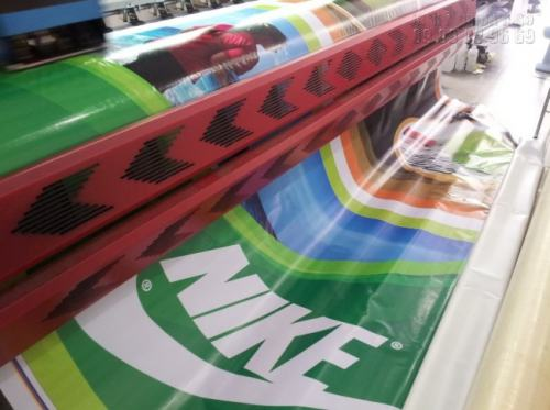 Máy in hiflex nhanh tại Công ty In Kỹ Thuật Số cho ra những sản phẩm in chất lượng, màu sắc nổi bật, hình ảnh chân thật nhất.