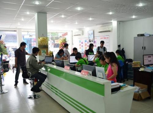 Đội ngũ nhân viên chuyên nghiệp luôn sẵn sàng tư vấn, giúp đỡ khách hàng khi có nhu cầu in hiflex hộp đèn và các loại hình in ấn khác.