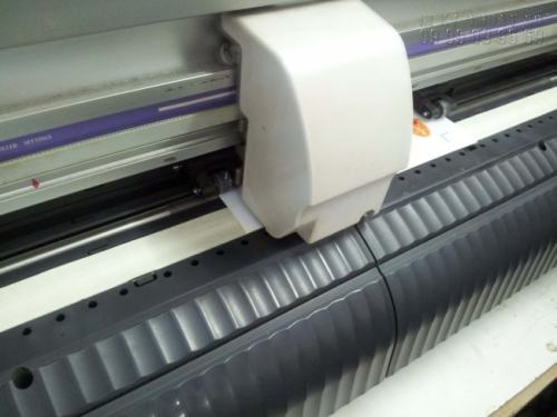 Máy bế khổ nhỏ trực tiếp bế đơn hàng in decal giấy làm tem nhãn sản phẩm - in decal giấy khổ A4 tại In Kỹ Thuật Số