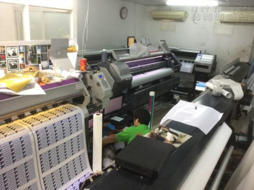 Với hệ thống máy móc hiện đại, nhập khẩu từ Nhật Bản, InKyThuatSo trực tiếp in tem dán sản phẩm một cách nhanh chóng và in sắc nét nhất