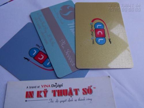 In thẻ nhựa trên chất liệu PVC phôi ánh kim cao cấp, mang lại hiệu quả cao cho người sử dụng