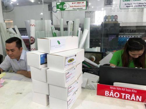 Hàng namecard được đóng hộp chuẩn bị giao cho khách hàng tại Công ty In Kỹ Thuật Số