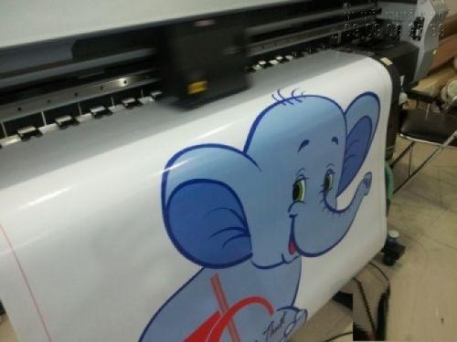 In decal dán tường theo yêu cầu của khách với hình chú voi ngộ nghỉnh cho phòng bé thêm sinh động, vui tươi