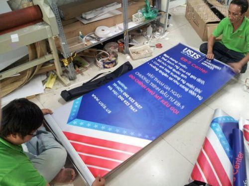 In poster sự kiện, gia công lắp sẵn poster vào banner cuốn tại In Kỹ Thuật Số