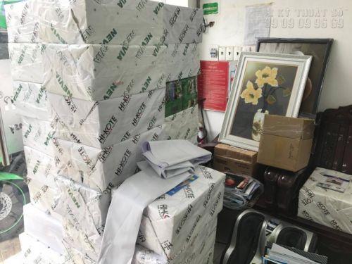 Đơn hàng in brochure, tờ rơi số lượng lớn chuẩn bị giao khách hàng tại văn phòng công ty In Kỹ Thuật Số