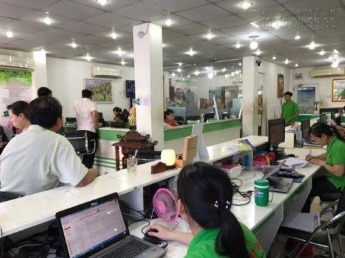 Nhân viên chăm sóc khách hàng hỗ trợ, tư vấn khách hàng đặt in PP bồi formex