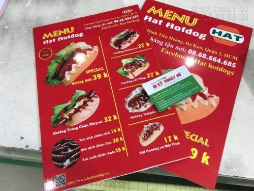 In formex làm menu cầm tay với 2 mặt in hình ảnh món ăn nhanh Hotdog kèm giá tiền