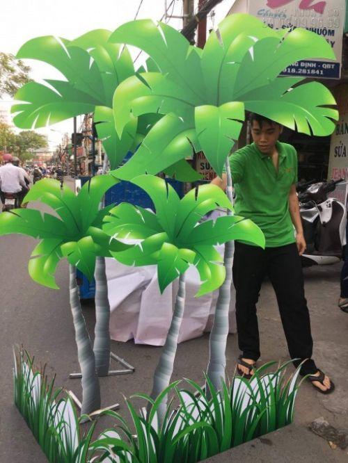 Hãy nhìn cách mà in PP bồi formex tạo hình mô hình cây dừa kích thước lớn