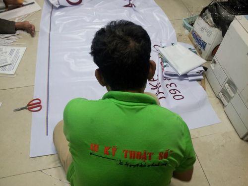 Gia công cắt thành phẩm in banner quảng cáo từ hiflex