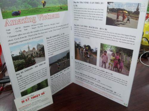 In brochure công ty du lịch