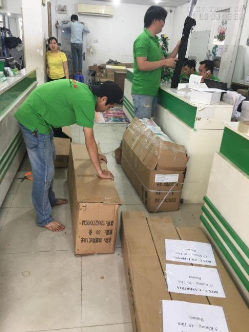 Đơn hàng được đóng gói cẩn thận trước khi giao hàng cho khách tại In Kỹ Thuật Số