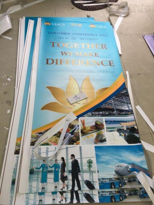 In poster quảng cáo cho phòng vé máy bay