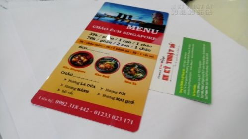 In thẻ nhựa khổ A4 gấp 3 làm menu cầm tay tại In Kỹ Thuật Số